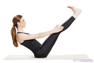 woman doing boat pose to strengthen abs