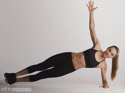 woman with flat tummy doing side plank